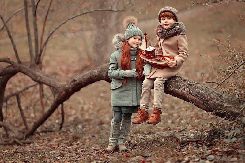 девочка и мальчик,  детская и семейная фотосессия, детский и семейный фотограф, радость, восторг, дружба, любовь, мечта, маленькие дети, детское фото, осень, зима Почти зимняя историяphoto preview