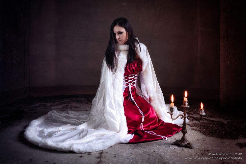 candles, model, modella, urbex, portrait, costume, cosplay The ladyphoto preview