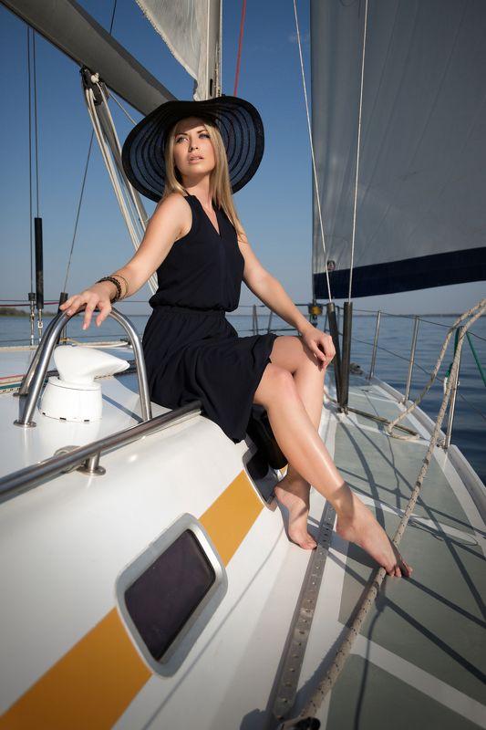фото , цвет , девушка , гламур , вода , лето , река , яхта Дама в шляпеphoto preview