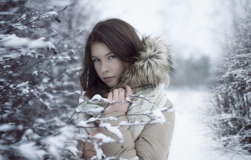 портрет , взгляд ,красивая девушка , цвет ,волосы , красивые губы ,нежность , нежность ,portrait photo preview