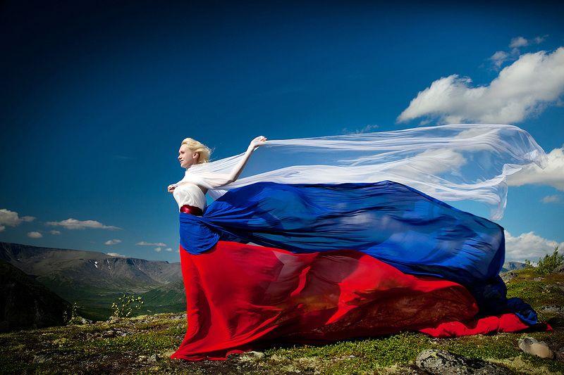 гора девушка Россия флаг Патриотичнаяphoto preview