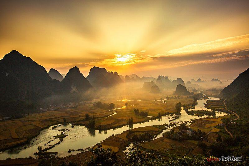 quanphoto, landscape, long_exposure, morning, sunrise, dawn, rays, sunshine, mountains, valley, fields, river, rice, farmland, agriculture, vietnam Golden Sunrisephoto preview