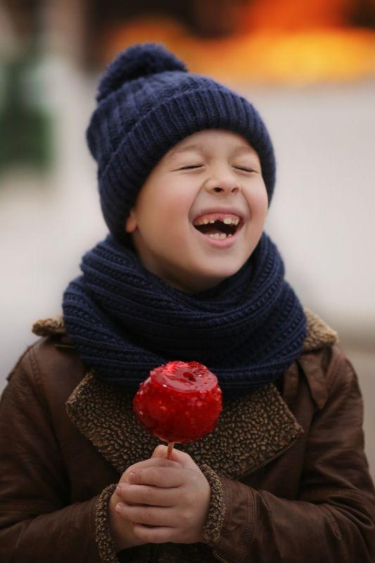 мальчик смех рождество новый год эмоции Настроение - новогоднее!photo preview