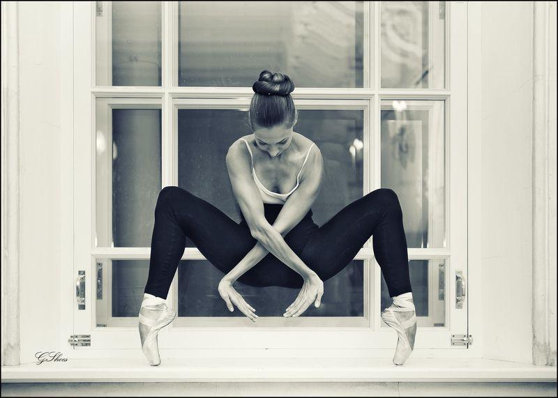 балерина В голубой гостиннойphoto preview