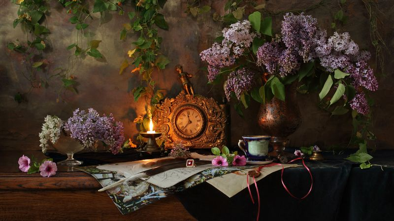 цветы, сирень, букет, натюрморт, свет, свеча, часы, огонь, антиквариат Натюрморт с цветамиphoto preview