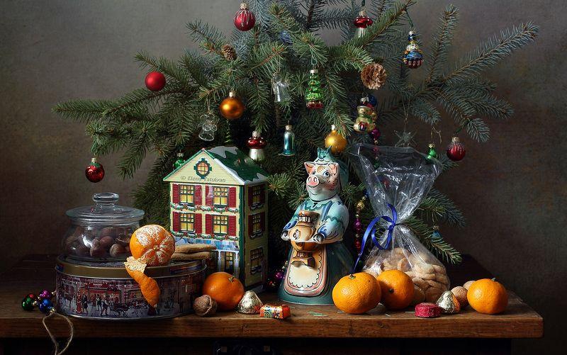 рождество, новый год, елка, украшения, игрушки, пряники, чай, мандарины, свинья, орехи, конфеты, угощение Любимый праздникphoto preview