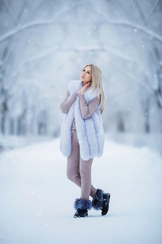 зима улица девушка портрет Снегурочкаphoto preview