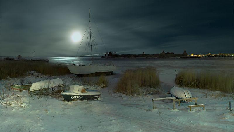 длинная выдержка, световая кисть, зима, ночь, луна, полнолуние, река, берег, лодка, панорама, нева, крепость, орешек ~134~photo preview