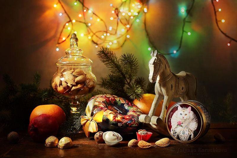 новый год, рождество, поздравление, открытка,новогоднее  настроение, конь, лошадка, конфеты, орехи, миндаль, апельсин, гранат, елка, С Новым Годом и Рождеством!photo preview