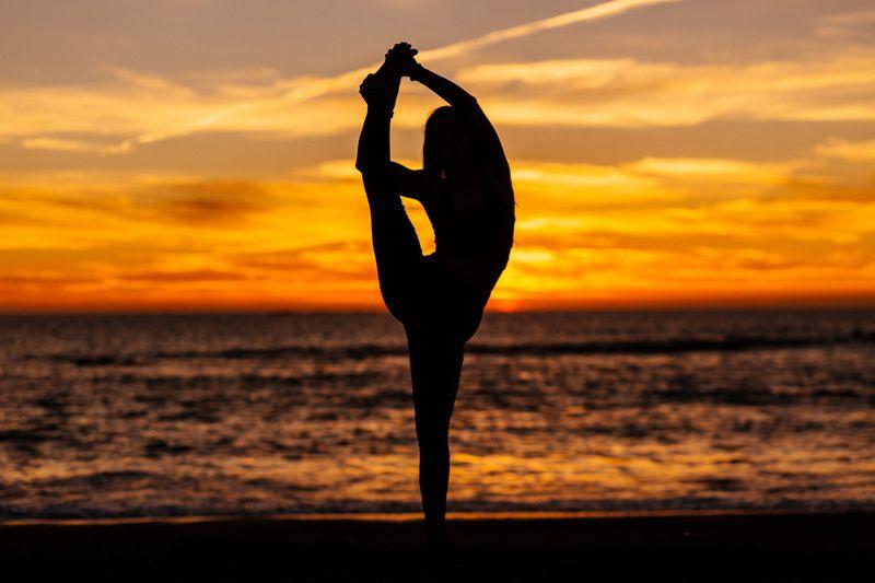 йога, растяжка, океан, девушка, закат Катяphoto preview