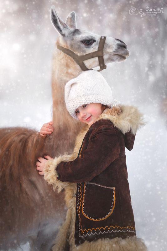 фото с ламой, смешные животные, фотопрогулка, детское фото, сказочная фотосессия Поля и ламаphoto preview