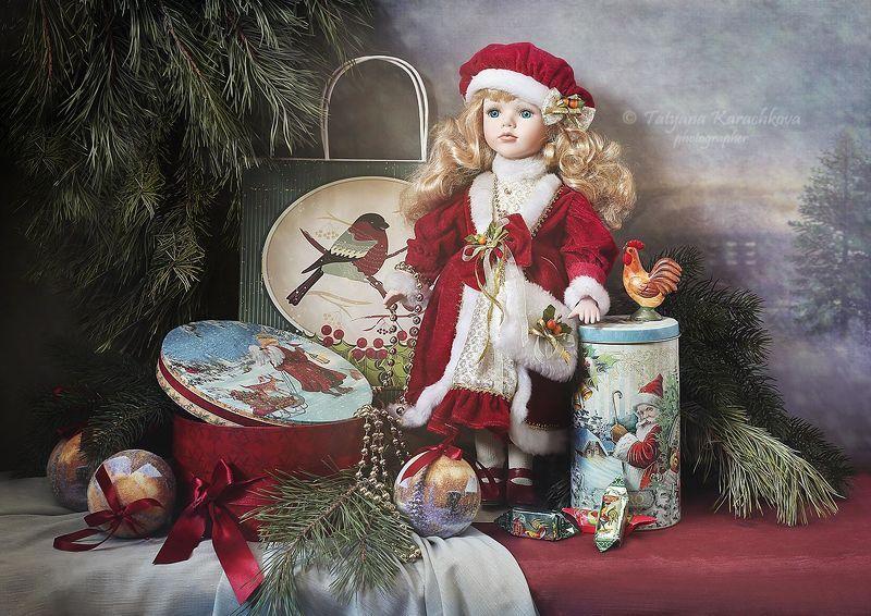 натюрморт, новый год, рождество, картинки, дед мороз, снегурочка, елка, коробка, мандарины,апельсины, орехи, конфеты, елочные игрушки, сундучок, часы, конфеты, леденцы, пряники Новогодние картинкиphoto preview