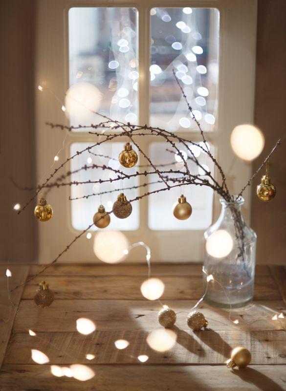 натюрморт, новый год, праздник, шарики, гирлянда, окно Светлое ожидание праздникаphoto preview