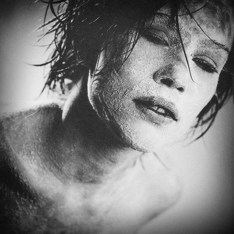 девушка, портрет, зомби, одиночество, отчаяние, печаль, хоррор, черно-белое, girl, portrait, fwmzle, zombie, alone, sorrow, loneliness, horror ZOMBIEphoto preview