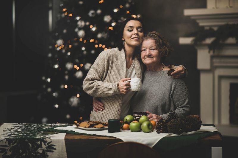 Бабушка и внучкаphoto preview