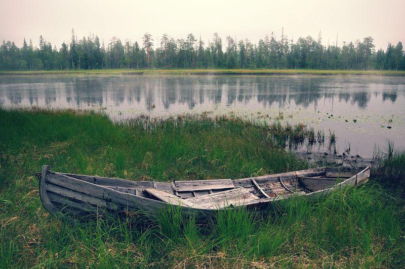 карелия, охта, река, лодка, вечер Река Охта. Старая лодкаphoto preview