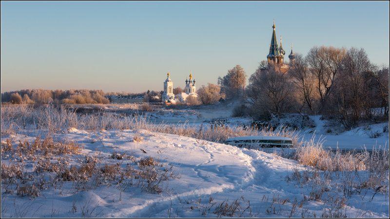 россия, ивановская обл, дунилово Зимняя дорожка убегает вдальphoto preview