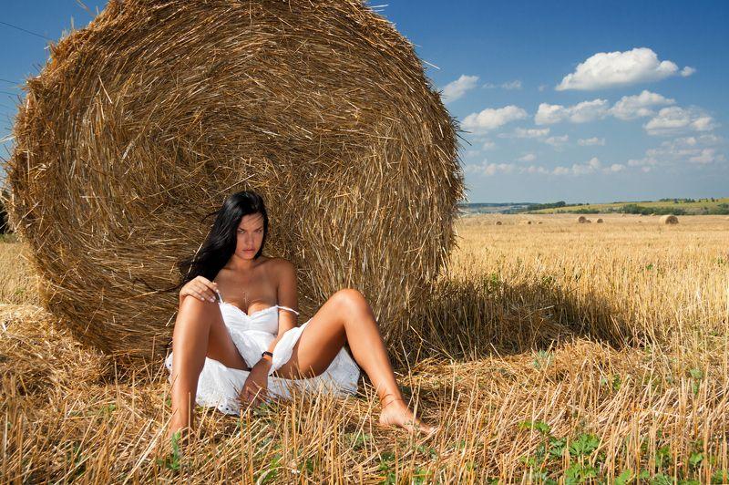 фото , цвет , девушка , гламур , поле , лето , сено Летний зной ...photo preview