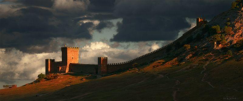 крым, судак, крепость, генуэзская крепость, закат, гроза, свет, облачность, панорама, castle, sudak, panoramic, fortress, clouds, sunray. Замок Святого Ильи на закате.photo preview