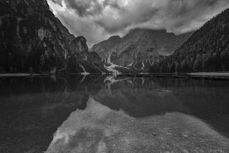 Чёрно-белый мирphoto preview
