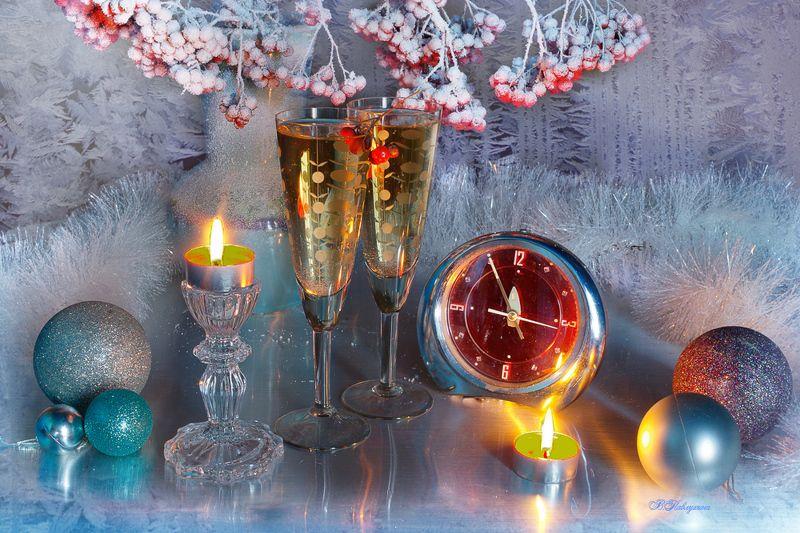 новый год,ветки рябины,шампанское,часы,канун, С Новым Годом!photo preview
