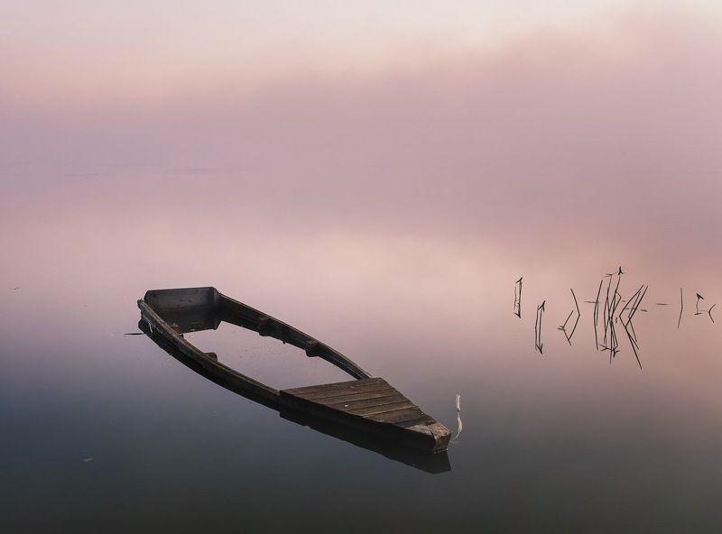 Лодка, озеро, рассвет Рассвет и лодкаphoto preview