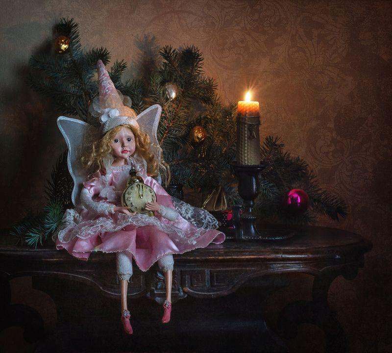 натюрморт, новый год, праздник, ёлка, свеча, стекло, игрушка Чудеса начинаютсяphoto preview