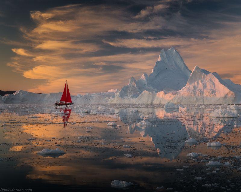 Гренландия Алые парусаphoto preview