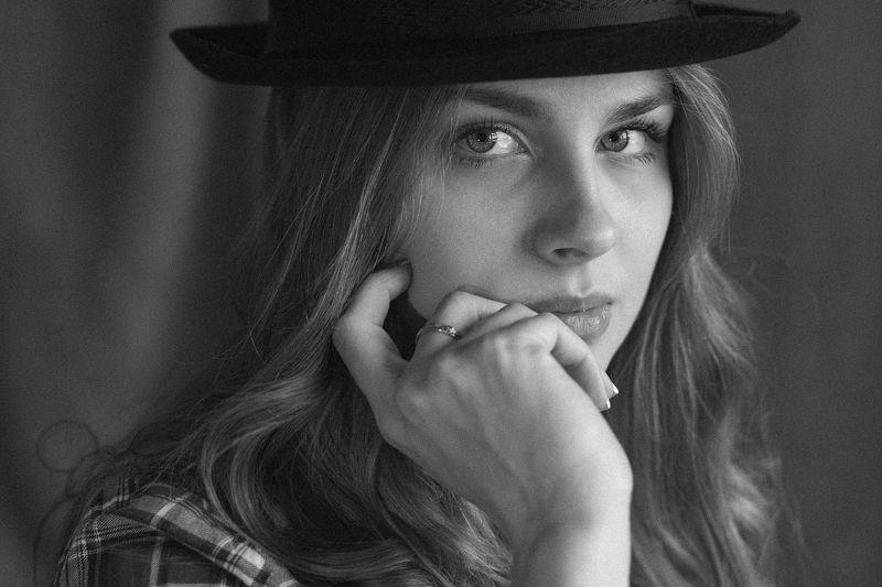 девушка шляпа взгляд bw чернобелоефото холст студия Анастасияphoto preview