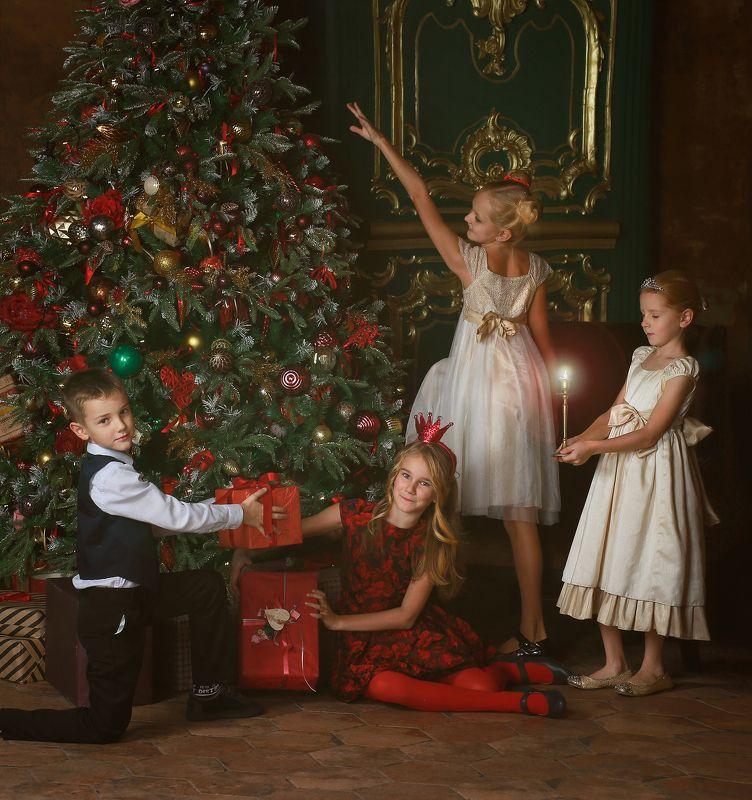 дети, детство, портрет, семья, дружба, сестра, игра, история, чудеса, свеча, свет, цвет, елка, зима, платье, наряд, настроение  Истории из детства. Перед Рождествомphoto preview