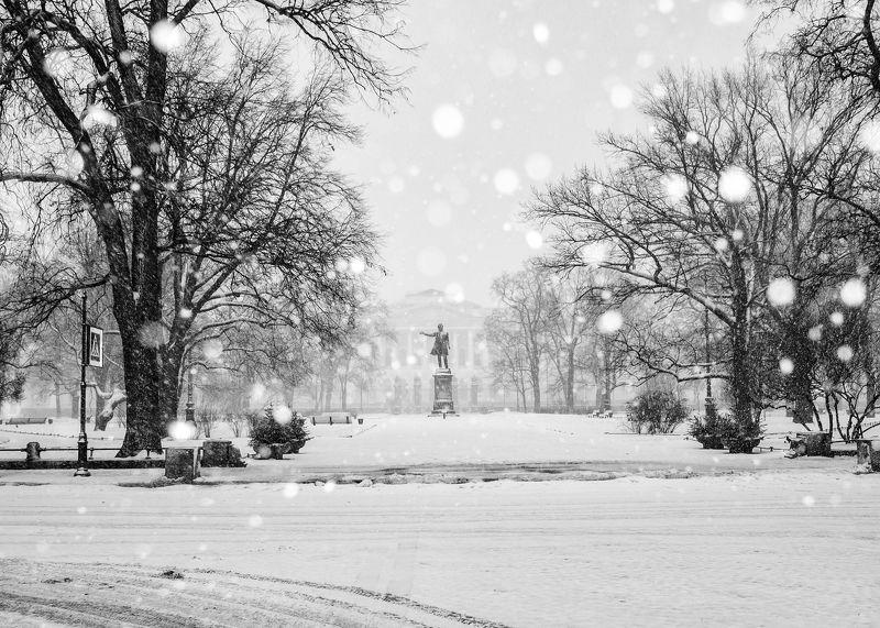 зима новыйгод прогулка город метель снег стритфото Первое января 2019 годаphoto preview