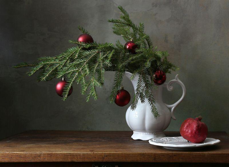 сосна, ветка, шары, гранат, кувшин, керамика, рождество, праздник, новый год, украшения, Праздничная веточкаphoto preview