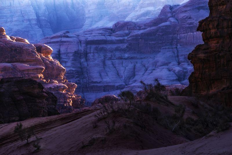 пустыня, вечер, иордания, декабрь В ущельях Вади Рамphoto preview