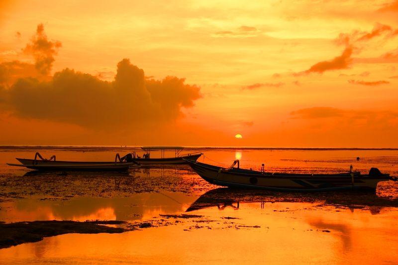 morning, dawn, sunrise, sky, shore, ocean, light, sun, boat, silence, water, cloud, утро, рассвет, восход, небо, берег, лодка, океан Summer paint...photo preview
