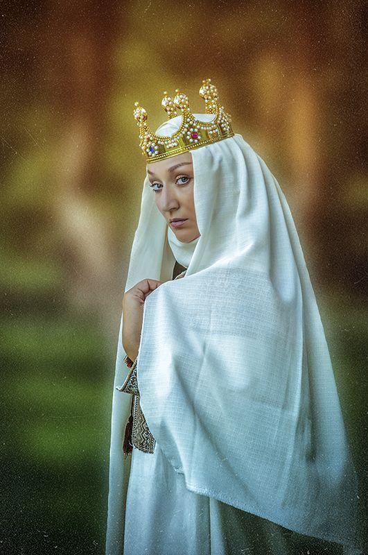 княгиня, фото, постановочная фотография, портрет, жанр, жанровый портрет, свет, взгляд, девушка, глаза, корона, люди, княгиня ольга, знаменитости Княгиня Ольгаphoto preview