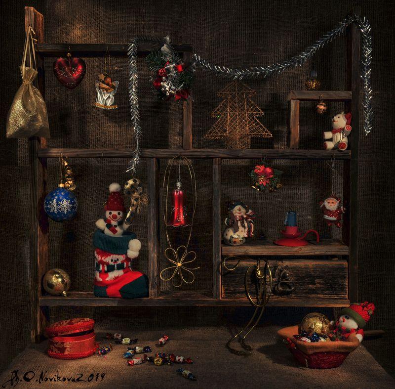 полка, игрушки,новый год, снеговик,шкатулка,шары,ангел,дед мороз, свеча, подсвечник,конфеты Рождественская ярмаркаphoto preview