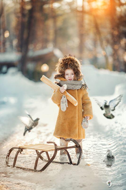 дети, мальчик, девочка, зима, голуби, санки, хлеб, село, деревня Однажды зимойphoto preview