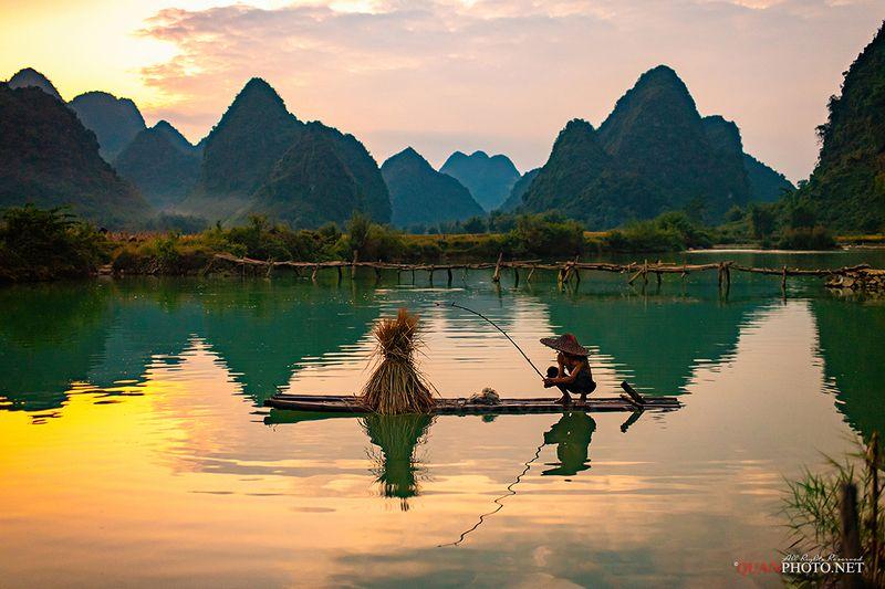 quanphoto, landscape, sunset, sundown, dust, long_exposure, fishing, fisherman, mountains, reflections, vietnam Fishing at Sunsetphoto preview