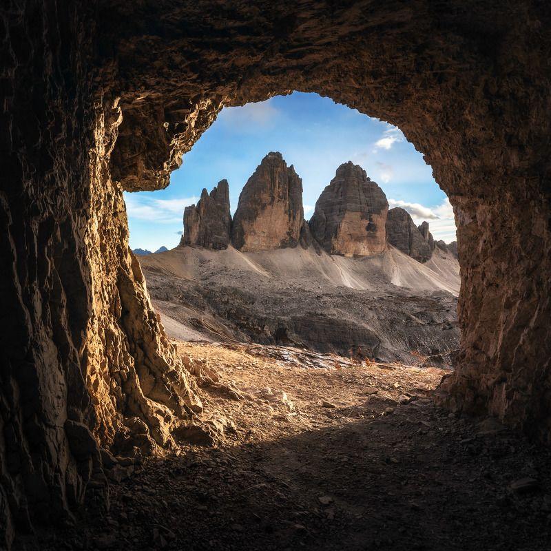 Вид из окна дома пещерного человекаphoto preview