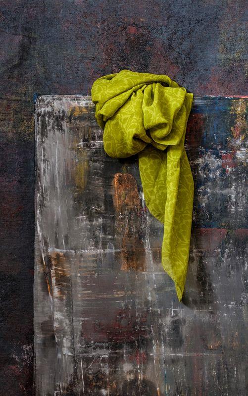 натюрморт, драпировка, ткань, цветная ткань, зеленый Натюрморт с драпировкойphoto preview