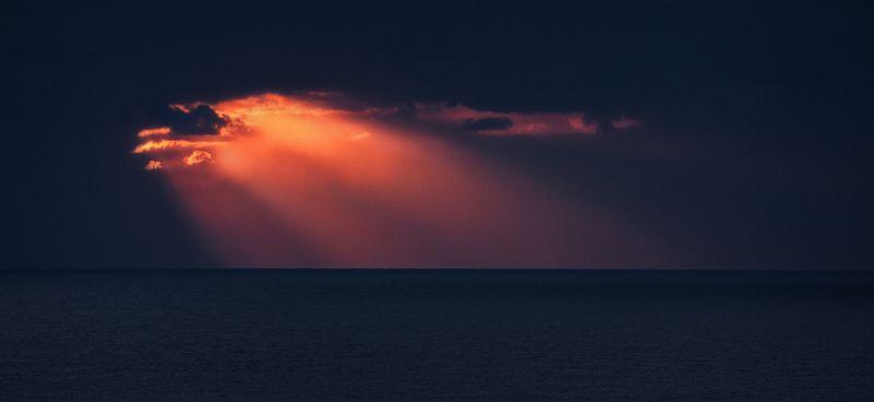 море, утро, тучи Немного солнца.photo preview