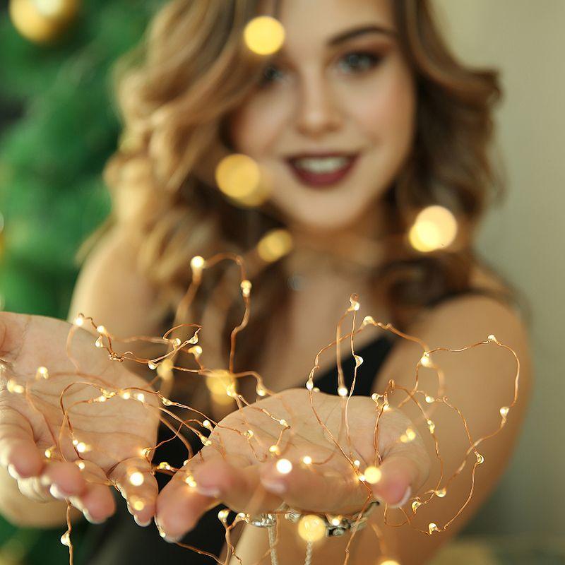 девушка, красивая, огоньки, новый год, рождество, улыбка, брюнетка, руки Огоньки photo preview