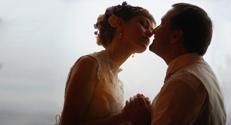 Момент перед поцелуем.photo preview