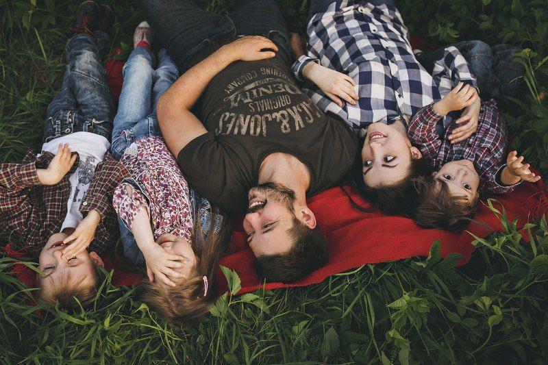 семья, папа, мама, дети, на, природе Семьяphoto preview