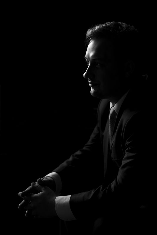 man portrait black and white groom wedding groom\'s portraitphoto preview