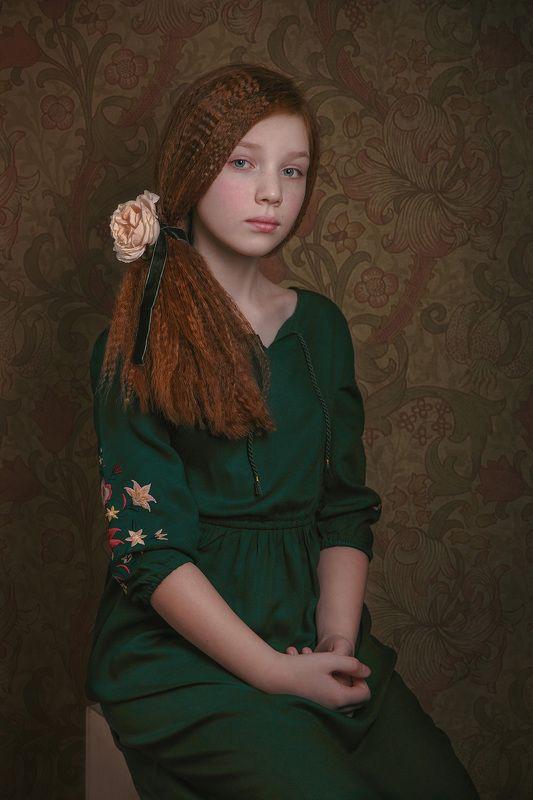 девочка, ребенок, рыжыие волосы, кудри, цветы Муза новых прерафаэлитовphoto preview