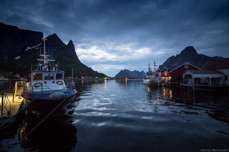 lofoten, summer, norway, cold, fjord, dark, rocks, mountains, lake, green,  Рейнеphoto preview