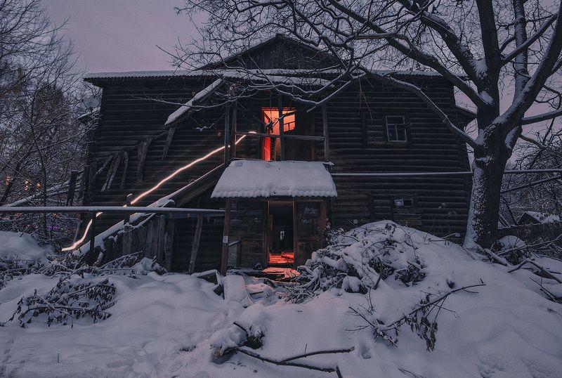 заброшенное, свет, снег, зима Тайная жизнь пустых домов в центреphoto preview
