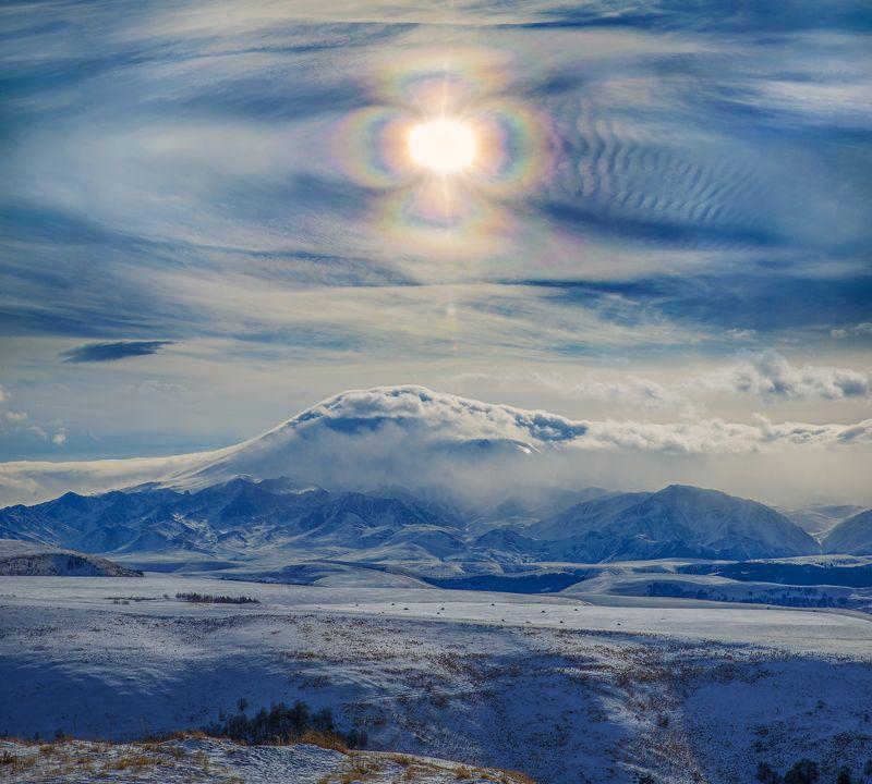 зима, солнце,горы,эльбркс,облака,гало Солнечный цветок над уснувшим в облаках Эльбрусомphoto preview