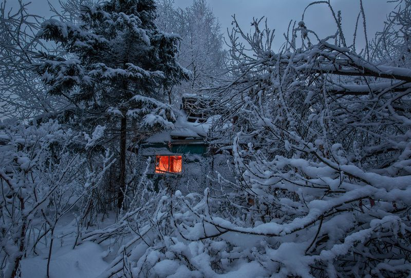 заброшенное, снег, зима, природа Покинутый домик в снежном пленуphoto preview